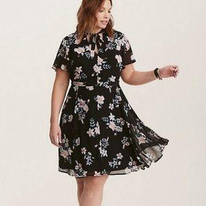 Torrid Black Floral Tie Neck Dress Size 16